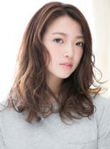 かきあげバングのハニーヘア(髪型セミロング)