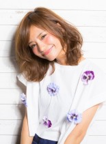 ひし形シルエットの小顔ミディ(髪型ミディアム)