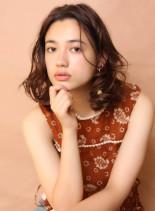 大人のフレンチカールヘアー(髪型ミディアム)