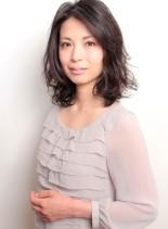 ルーズな動きがポイントの井川遥風ヘアー(髪型ミディアム)