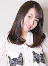 ダークトーンのロングストレート(髪型セミロング)