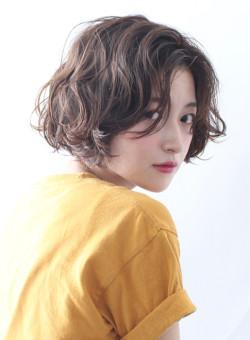 【ボブ】大人可愛いクシュっとゆるふわパーマ Beautrium 表参道の髪型・ヘアスタイル・ヘアカタログ|2018夏 秋
