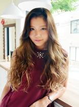 髪色をきれいに楽しむハイライトカラー(髪型ロング)