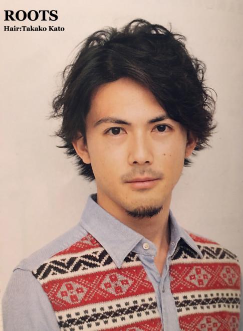 大人スーツ男子のパーマスタイル(ビューティーナビ)