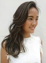 外国人風ハイライトデザインカラー(髪型ロング)