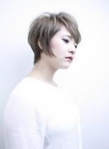 サイドバングの耳かけショート(髪型ショートヘア)