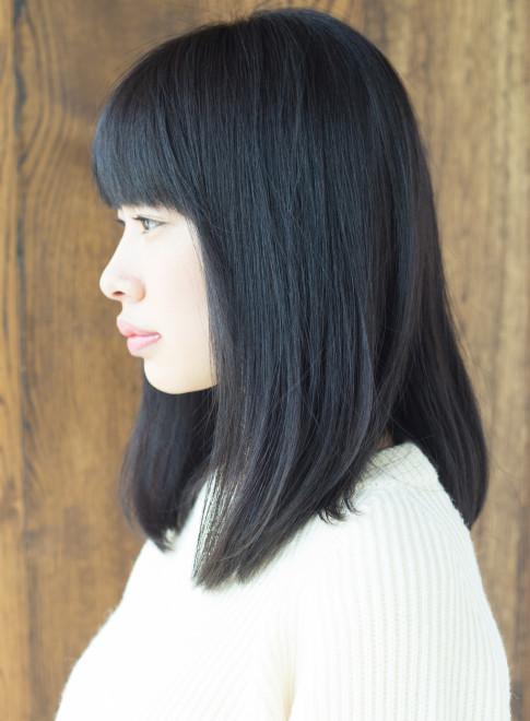 ミディアム 黒髪でも可愛いストレートヘア Afloat Japanの髪型 ヘア