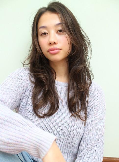 プラチナアッシュ☆毛束感のあるロングヘア(ビューティーナビ)