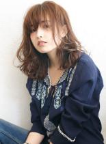 カジュアルモードなセンシュアルカール(髪型セミロング)