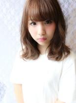 甘めカジュアルスタイル(髪型ミディアム)