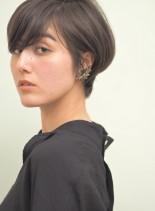 耳かけできるショートスタイル(髪型ショートヘア)