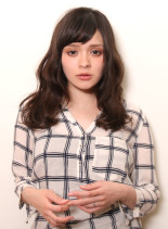 女性らしさのある、ナチュラルミディアム(髪型ミディアム)