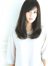 シンプルに女性らしさ溢れる柔らかヘア(髪型ロング)