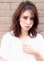 外国人風ミディアムレイヤー(髪型ミディアム)