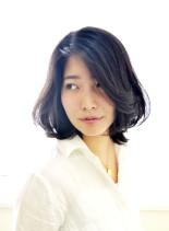 ふんわりミディアムニュアンスパーマボブ(髪型ミディアム)