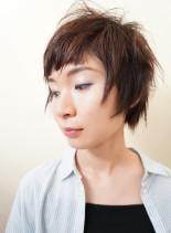 大人ショートボブ。短い前髪で個性的に。(髪型ショートヘア)