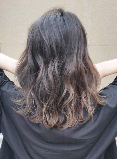 《お手入れ簡単》外ハネミディアム(髪型ミディアム)