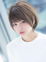 小顔ラインと耳掛けの夏スタイル(髪型ショートヘア)