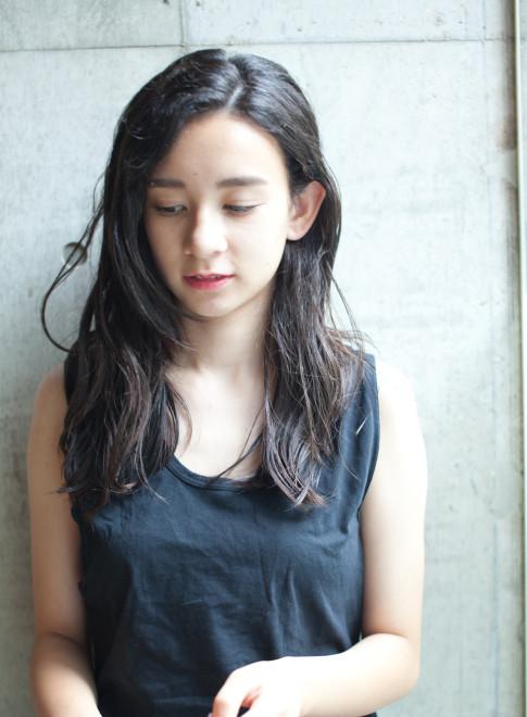 黒髪ウェーブ(髪型ロング)(ビューティーナビ)