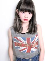 クォーターブリーチ+ホワイトナチュラル(髪型ミディアム)