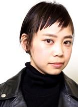 ブツブツな短い前髪が個性的で魅力の髪型(髪型ショートヘア)