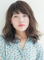 カジュアルフェミニンなミディアムヘア(髪型ミディアム)