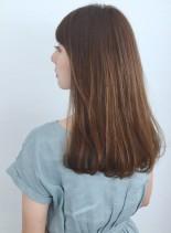 オトナデザイン・グレイカラー・ツヤ髪(髪型セミロング)