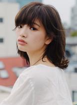 チャコールアッシュウルフミディ(髪型ミディアム)