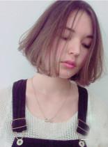 ハーフブリーチ + ホワイトブラウン(髪型ボブ)