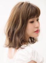オトナ・ロブ・ベージュ(髪型ミディアム)