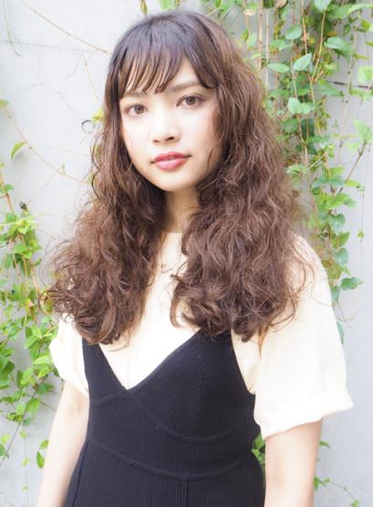 クラシカルなヴァイオレットブラウンカラー(髪型ロング)