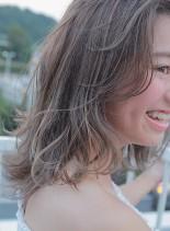 ハイ透明感なイルミナカラー(髪型ミディアム)
