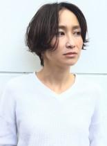 女性らしい柔らかい質感のショートスタイル(髪型ショートヘア)