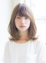 大人女子の小顔くびれミディアム(髪型ミディアム)