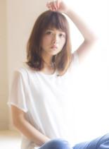 大人女子のほつれウェーブミディアム(髪型ミディアム)