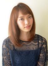 大人甘めなストレートミディ(髪型ミディアム)