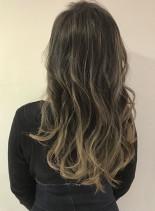 外国人カラーはハイライトでブレンドカラー(髪型ロング)