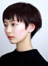 赤髪の個性的な短め前髪のショートヘア(髪型ショートヘア)