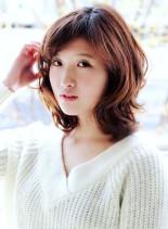 30代40代女性に似合うウェーブスタイル(髪型ミディアム)