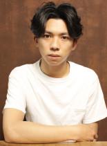 センター分けパーマショート(髪型メンズ)