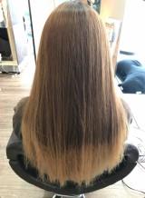 広がりを抑える髪質改善ストレートパーマ