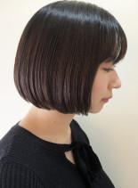 シンプルボブに透明感たっぷりの暗髪カラー(髪型ボブ)