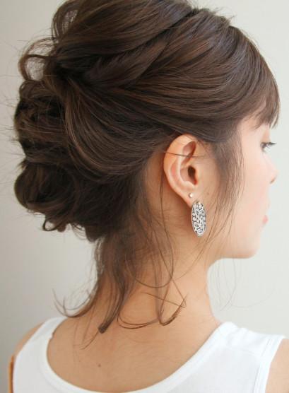 ロブでおくれ毛可愛いアレンジスタイル(髪型ミディアム)