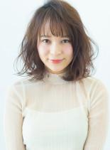 フェミニンミディ(髪型ミディアム)