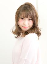 ミルクティーベージュ×愛されパーマ(髪型セミロング)