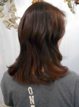 ゆる巻き×8トーンピンクベージュ(髪型ミディアム)