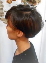 グラデーションボブ×インナーカラー(髪型ショートヘア)