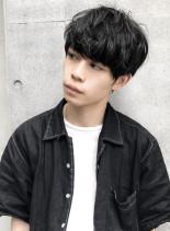 黒髪セミウェットパーマクラウドマッシュ(髪型メンズ)