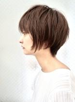丸みを感じる大人ショートボブ(髪型ショートヘア)