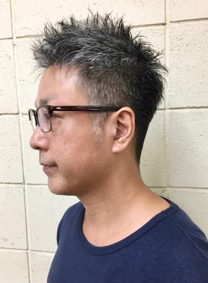 メガネと白髪の似合う大人刈り上げショート(髪型メンズ)